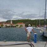 Skradin, Marinero wartet auf das nächste Boot